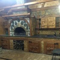 Летняя кухня с мангалом, казаном, столешницей, стилизованная под русскую сказку
