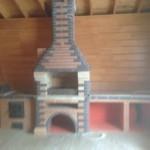 Летняя кухня с мангалом, печью под казан и большой мраморной столешницей